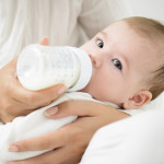 introduce-baby-to-bottle-feeding